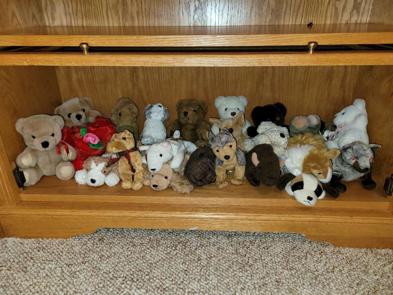 Lot # 26 Assorted Stuffed Animals & Beanie Babies