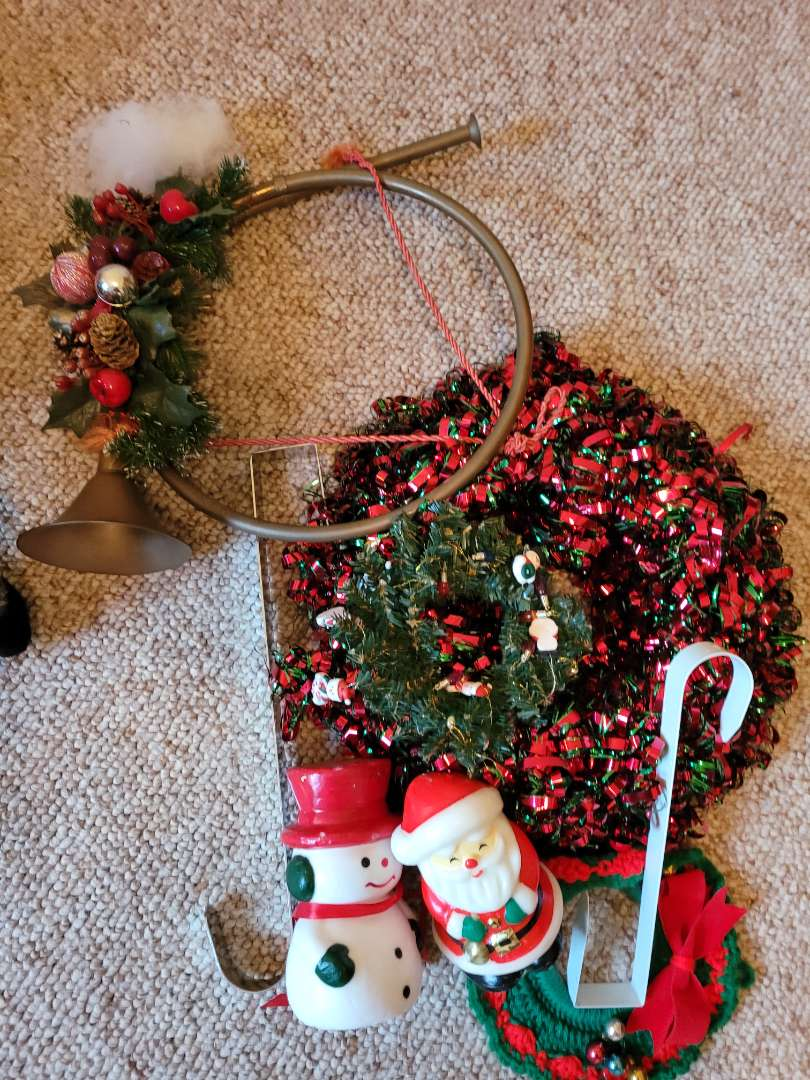 Lot # 56 Christmas Wreaths & Hangers