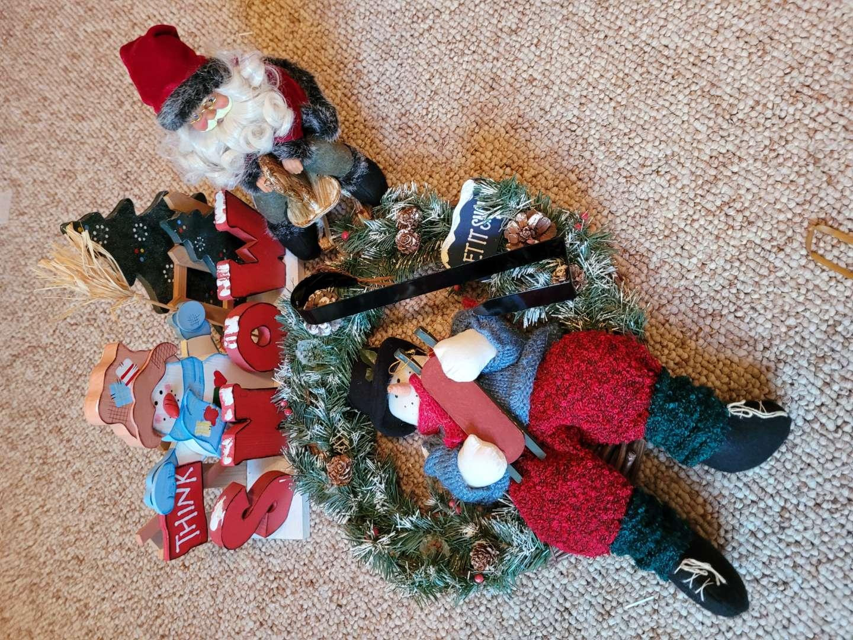Lot # 57 Wreath, Santa & Snowman
