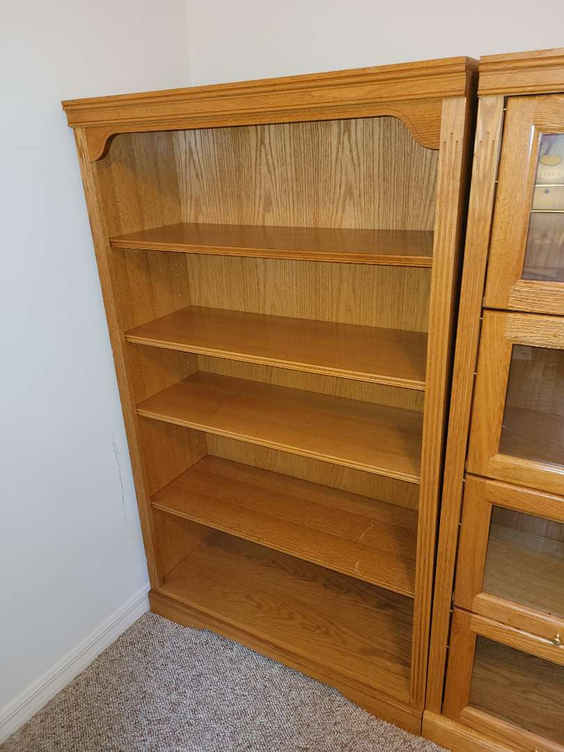 Lot # 85 Nice 5'x3' Wood Bookshelf