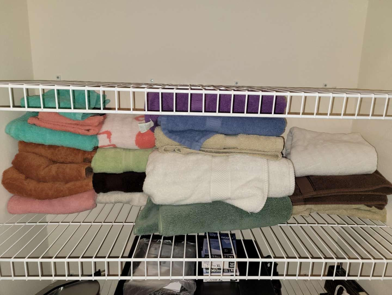 Lot # 100 Towels & Hand Towels