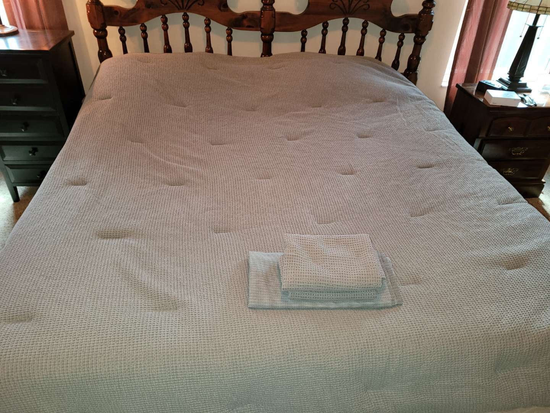 Lot # 107 Threshold King Size Comforter, Flat Sheet & Pillowcases