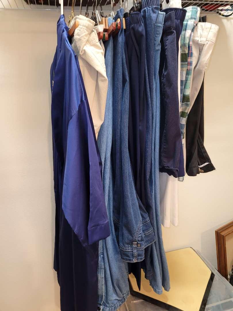 Lot # 153 Ladies Pants & Shorts - Size L-Xl