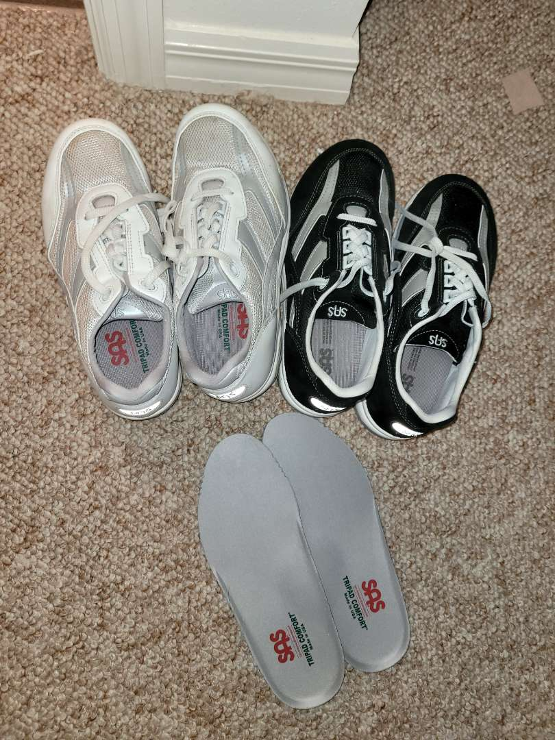 Lot # 160 (2) Pairs of SAS Shoes & Inserts - Size 9