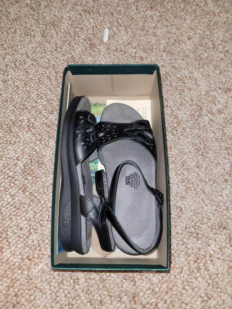 Lot # 162 Woman's SAS Shoes - Size 9 - NIB