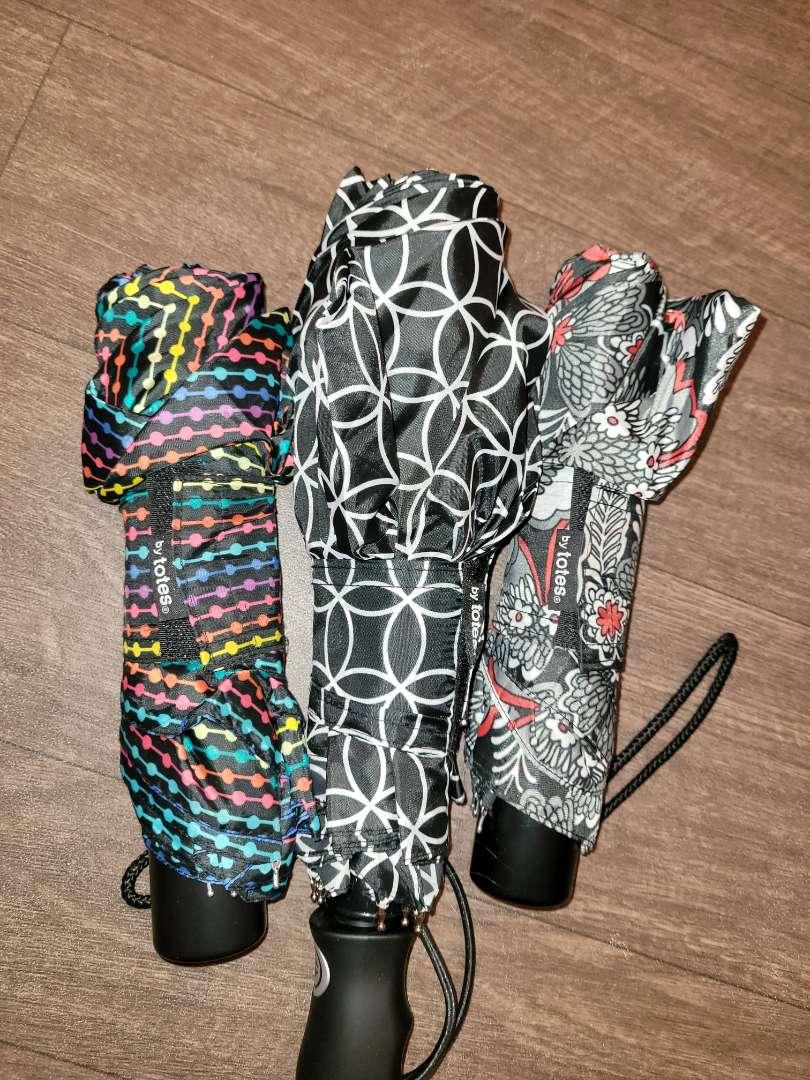 Lot # 164 (3) Totes Umbrellas