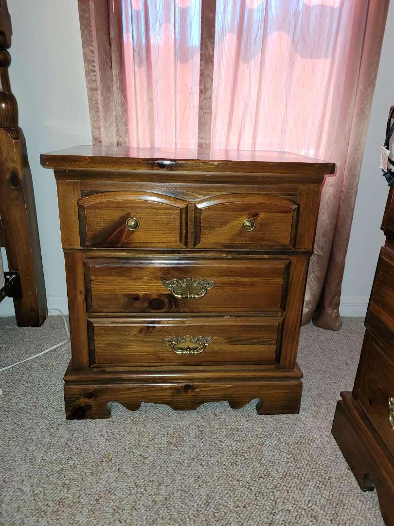 Lot # 204 Kincaid Furniture Bedroom Side Table