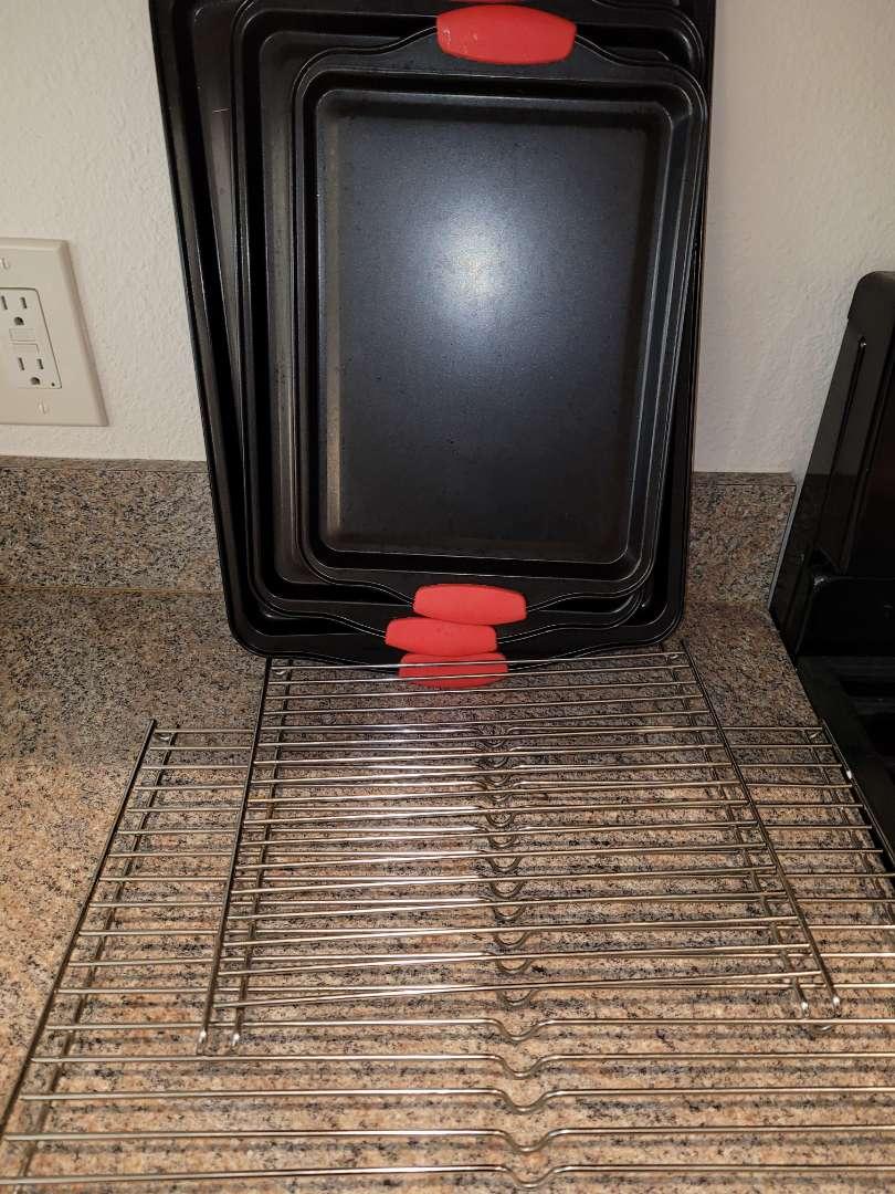 Lot # 224 Set of 3 Baking Sheets & Cooling Racks