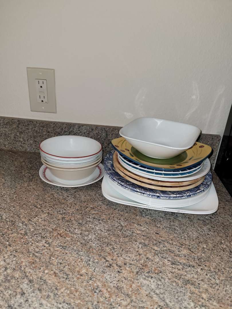 Lot # 227 Assorted Plates & Bowls