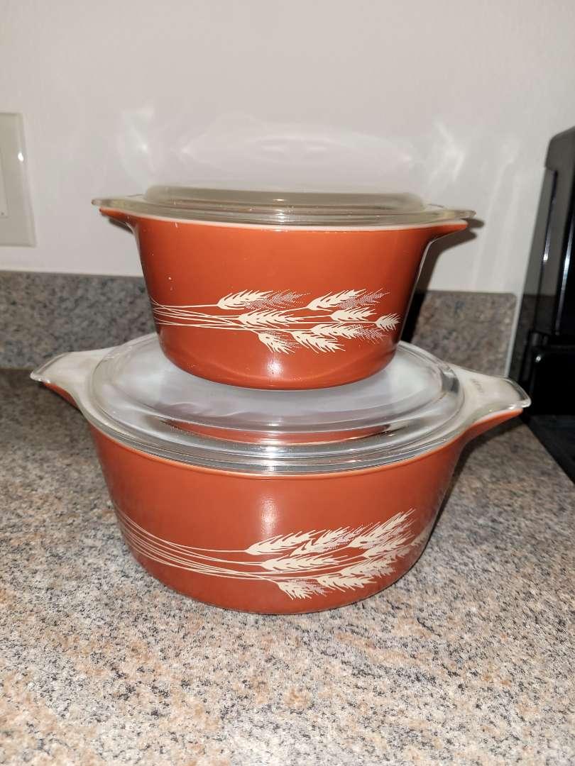 Lot # 242 (2) Vintage Pyrex Autumn Harvest Baking Dishes w/ Lids