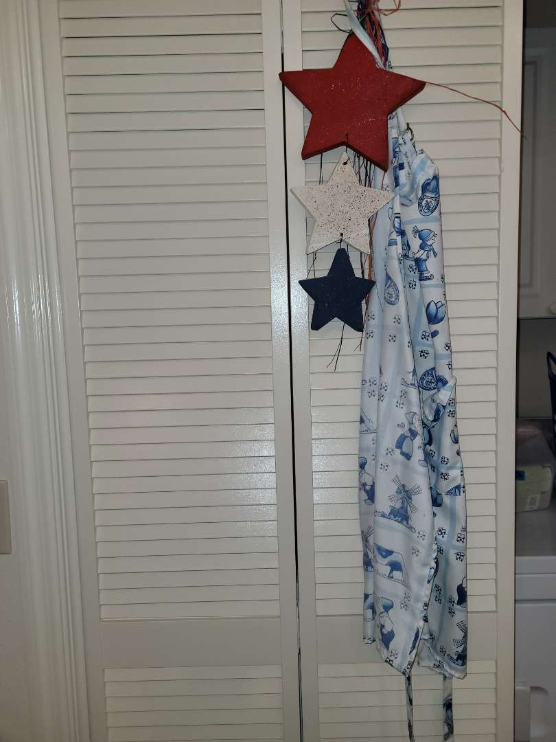 Lot # 257 Cooking Apron & Star Decorations