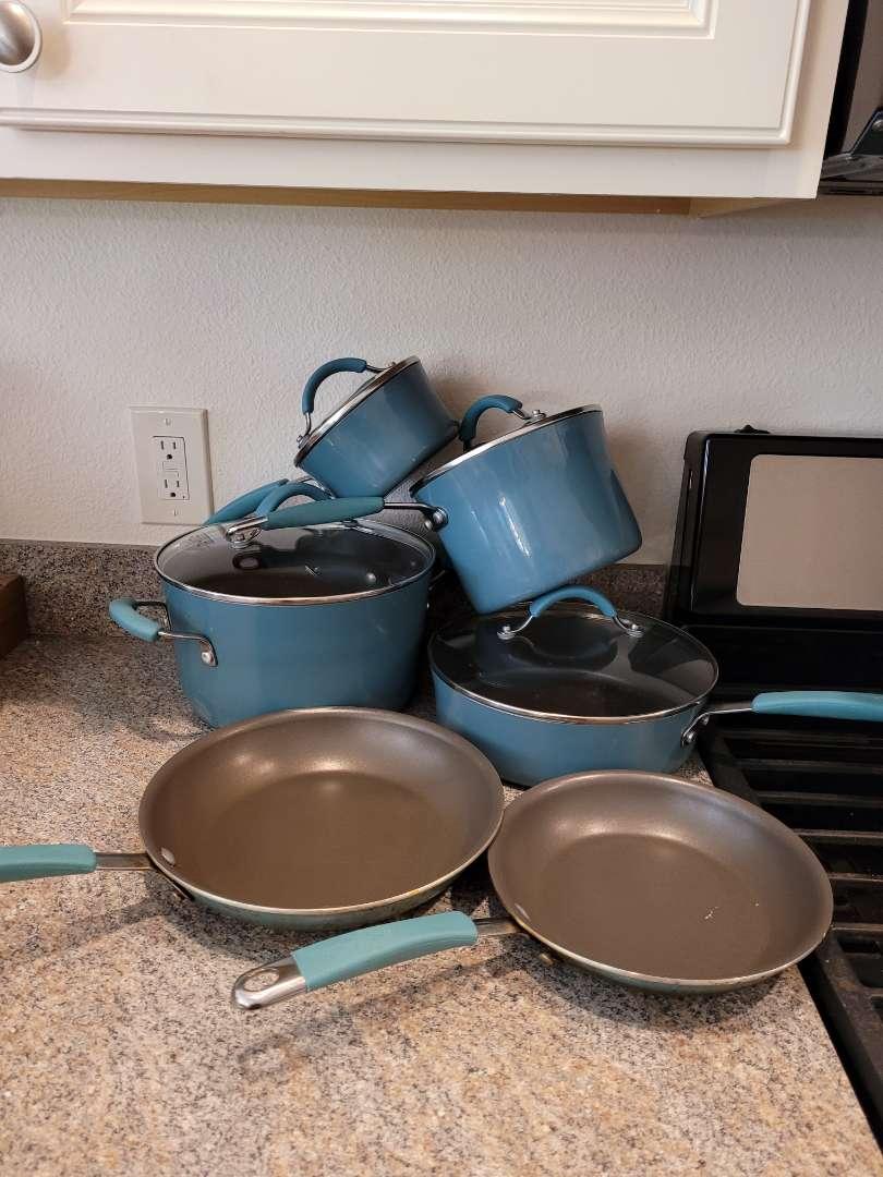 Lot # 261 10pcs Rachel Ray Pots & Pans Set