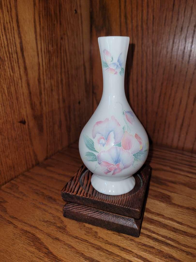 Lot # 275 Aynsley China Little Sweetheart Bud Vase w/ Base