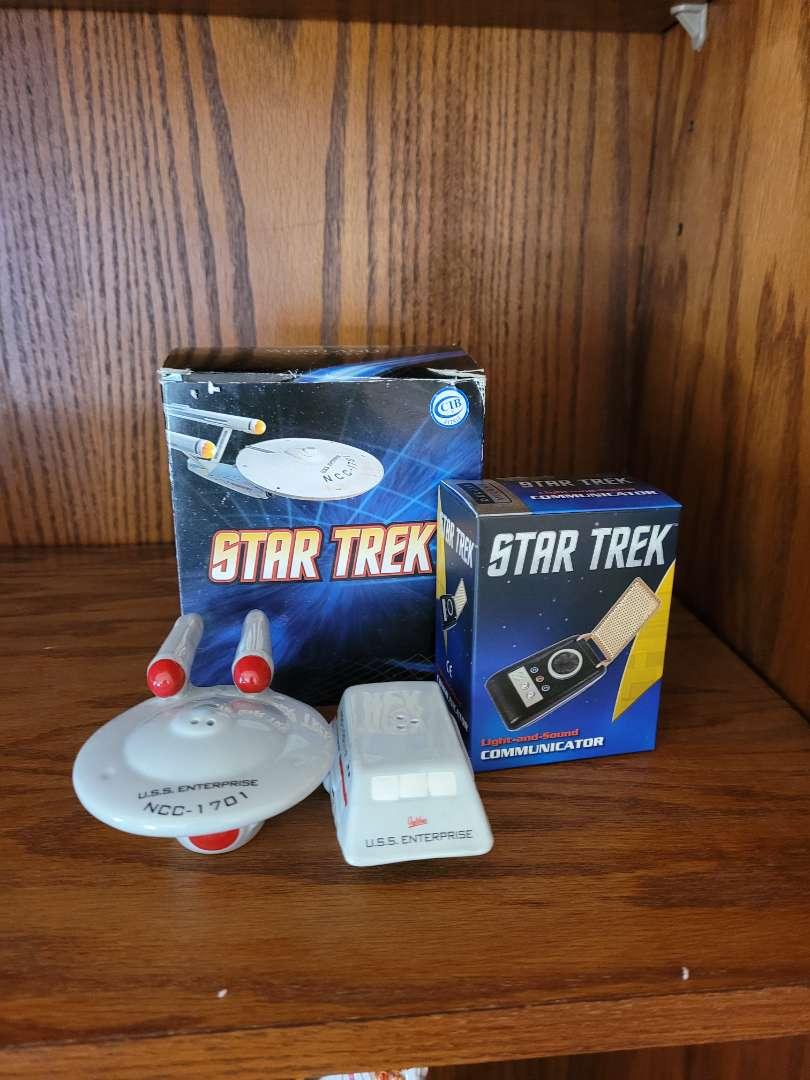 Lot # 278 Star Trek S&P Shakers & Light & Sound Communicator