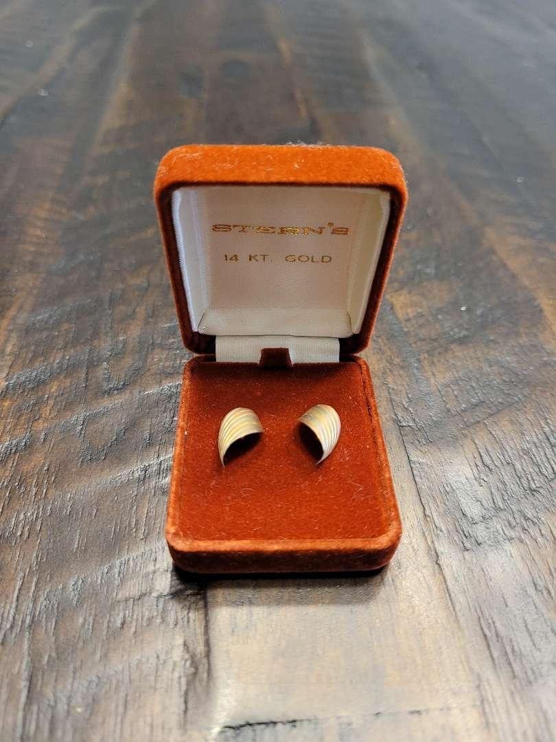Lot # 293 14K Gold Earrings - TW is .9g