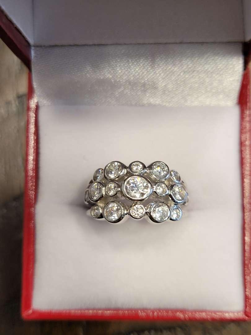 Lot # 301 Bezel Set 1.10ct White Topaz Modern Ring - Sterling Silver- Sz5 - NBW