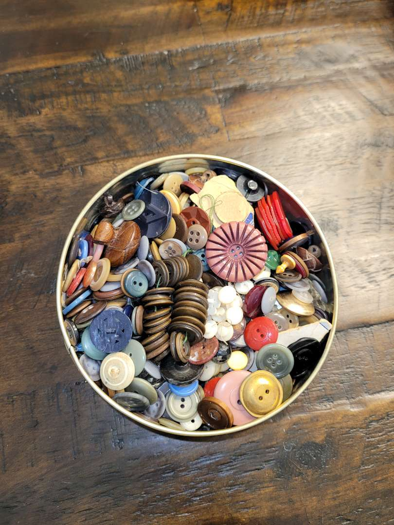 Lot # 335 Vintage Tin of Buttons