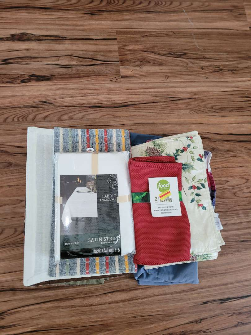 Lot # 375 Table Runners, Placemats & Napkins