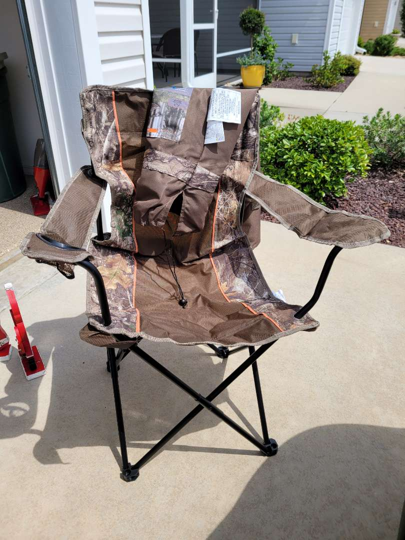 Lot # 412  Mossy Oak Folding Chair w/ Carry Bag