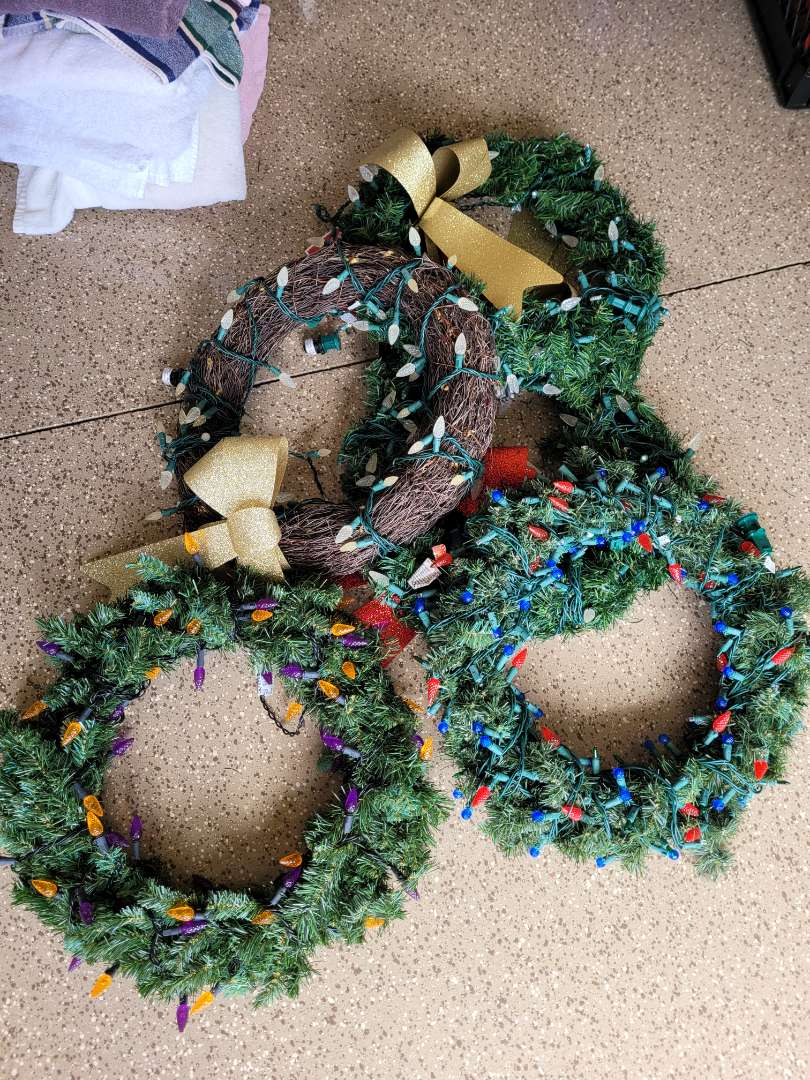 Lot # 421 (5) Holiday Wreaths