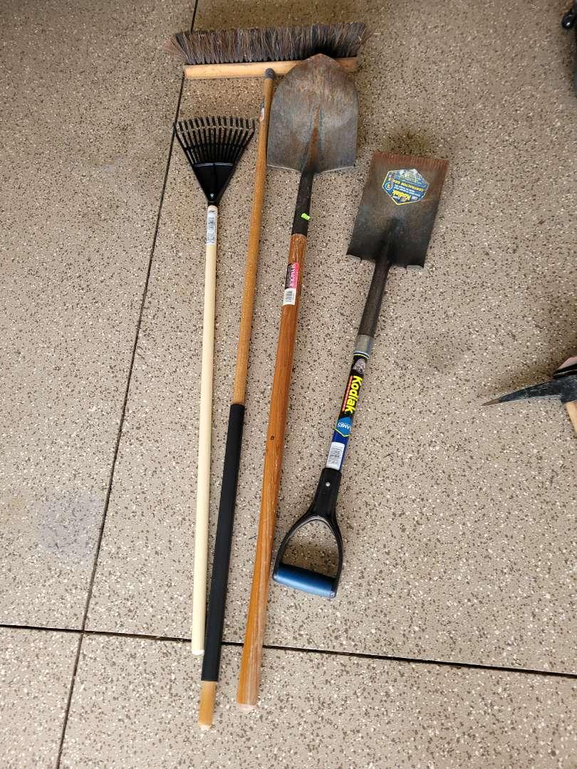 Lot # 441 Yard Tools