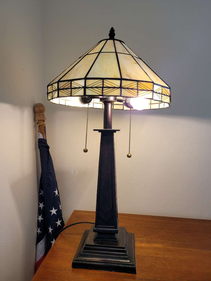 Lot # 460 Beautiful Stained Glass Double Pull Table Lamp