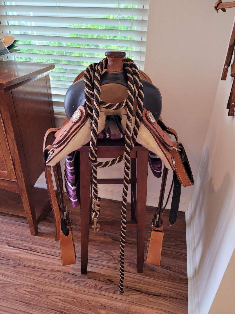 Lot # 468 Beautiful Saddle w/ Blanket & Rope