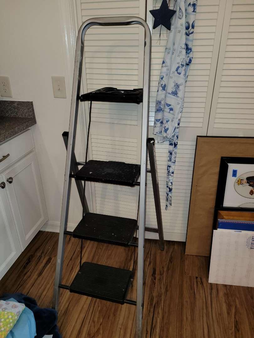 Lot # 479 5' Folding Ladder