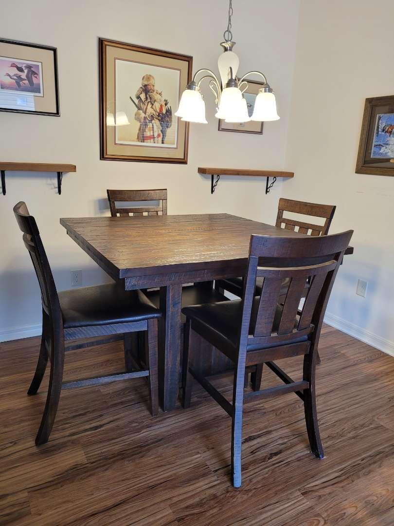 Lot # 491 Beautiful Jofran Wood Table w/ 4 Chairs & Storage