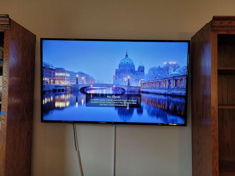 """Lot # 492 LG 65""""4K LED Smart TV w/ Remote"""