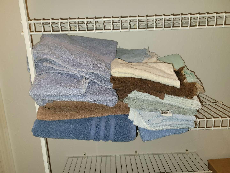 Lot # 5 Towels, Washcloth & Hand Towels