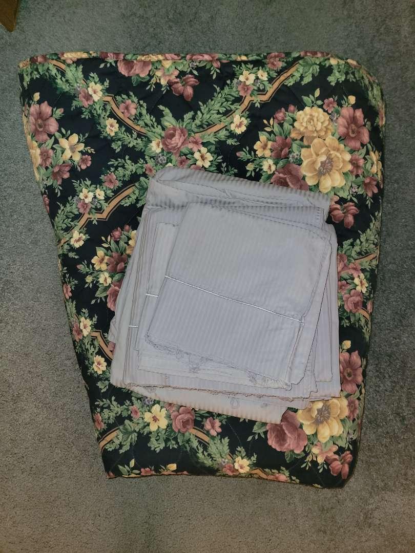 Lot # 7 King Size Sheet Set & Comforter