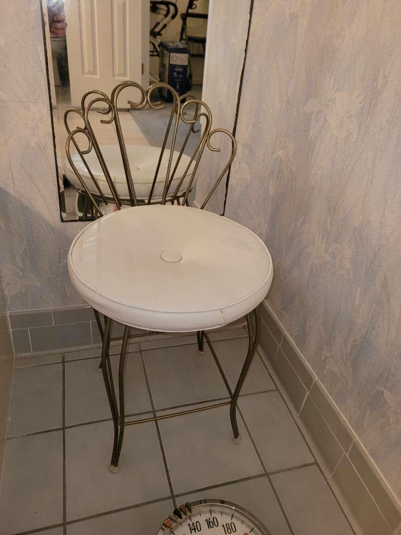 Lot # 23 Vintage Vanity Seat