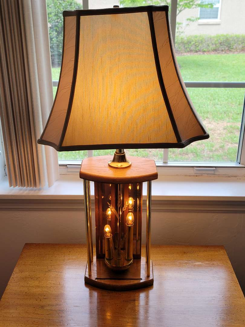 Lot # 44 Gorgeous Lamp w/ Etched Glass Design