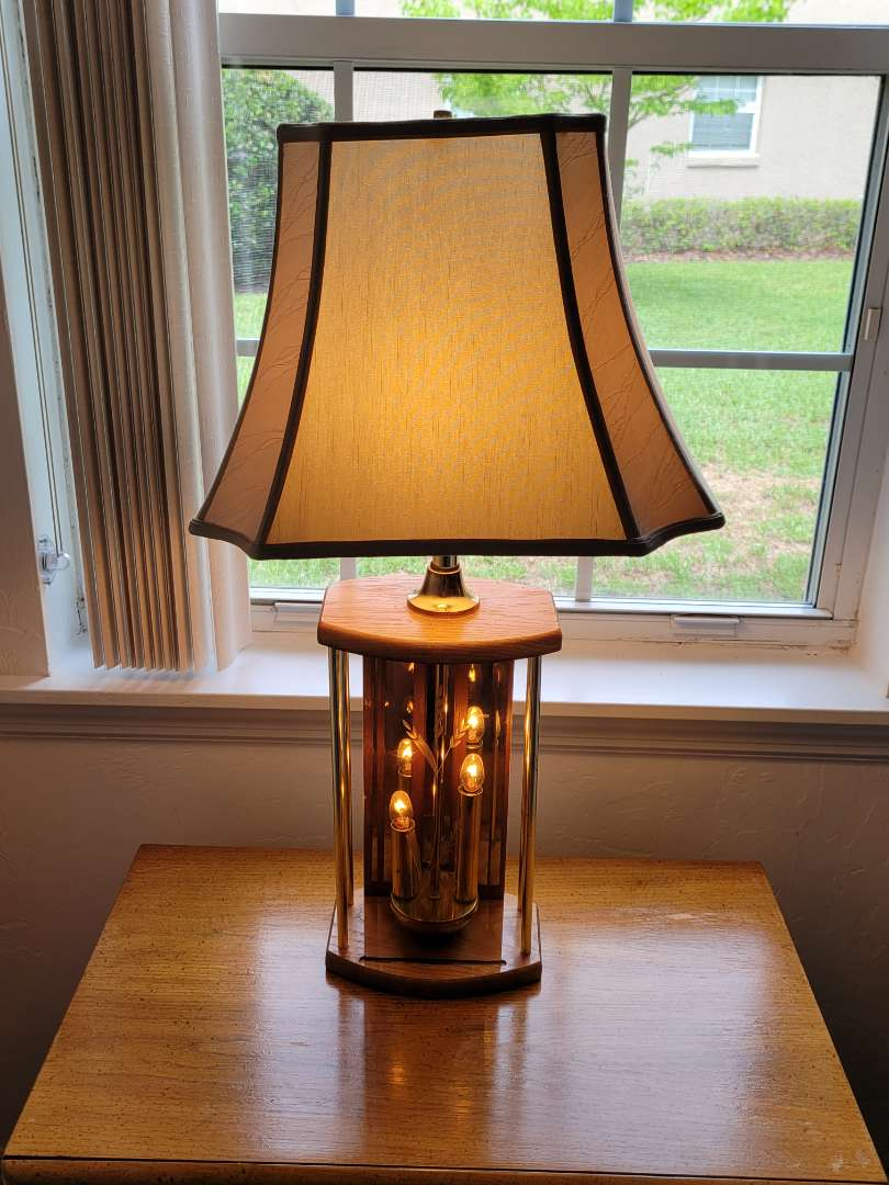 Lot # 45 Gorgeous Lamp w/ Etched Glass Design