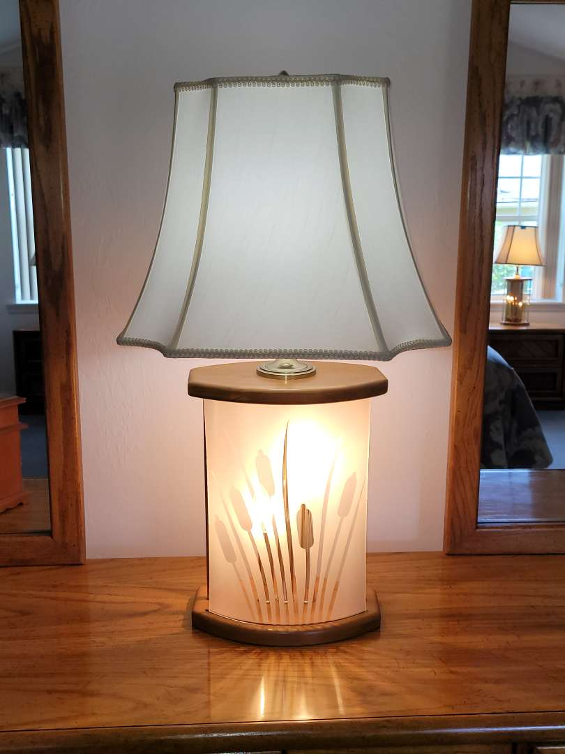 Lot # 46 Gorgeous Lamp w/ Frosted Flower Design