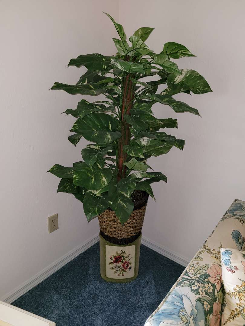 Lot # 58 Faux Plant & Stand