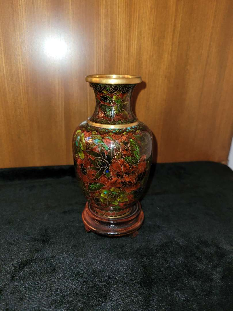 Lot # 59 Gorgeous Vase w/ Flower Design on Wood Stand