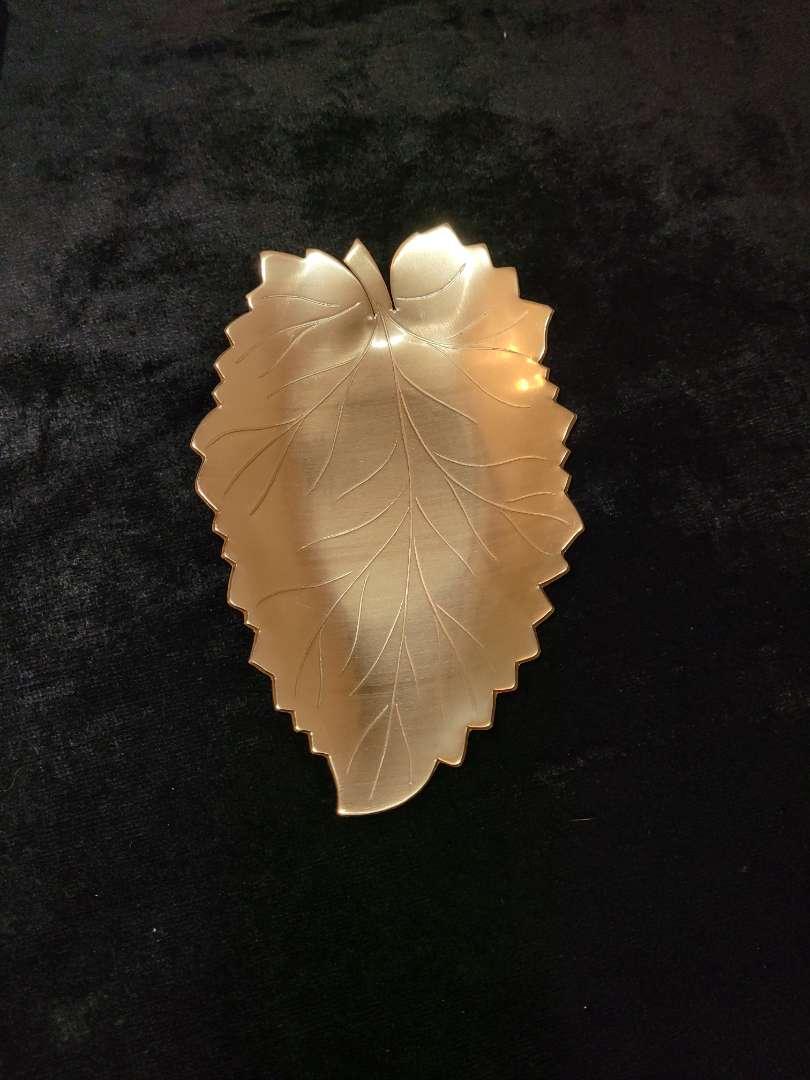 Lot # 60 Neocraft Leaf Shaped Dish