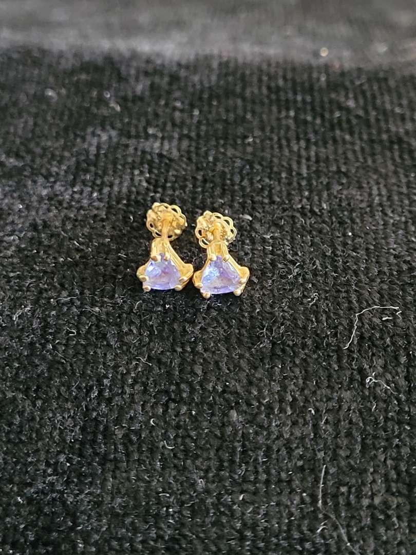 Lot # 87 Beautiful 14k Gold Earrings - TW is 1.1g