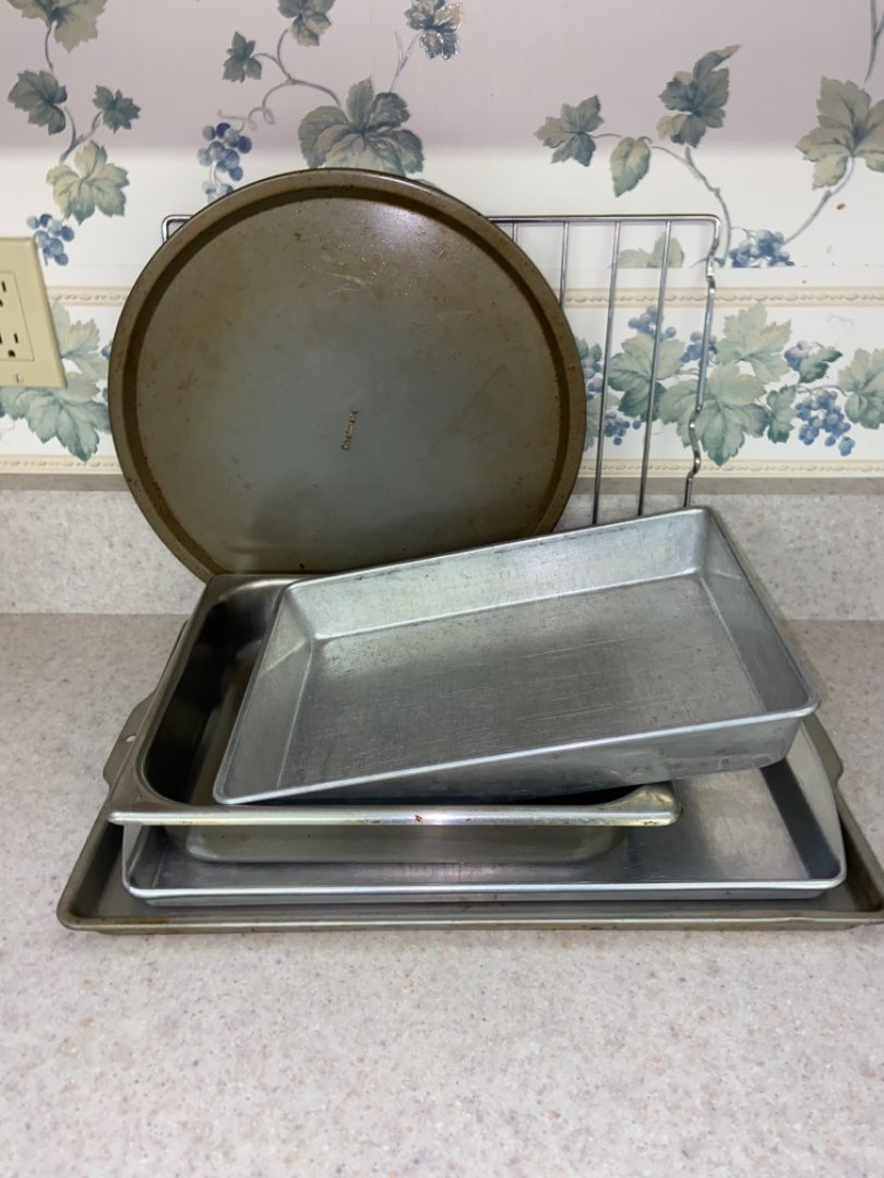 Lot # 110 Collection of Baking Pans