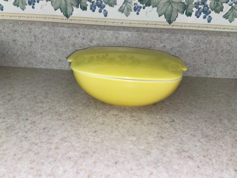 Lot # 119 Vintage Pyrex Yellow Square 1 1/2 QT Bowl w/ Lid 515b-015