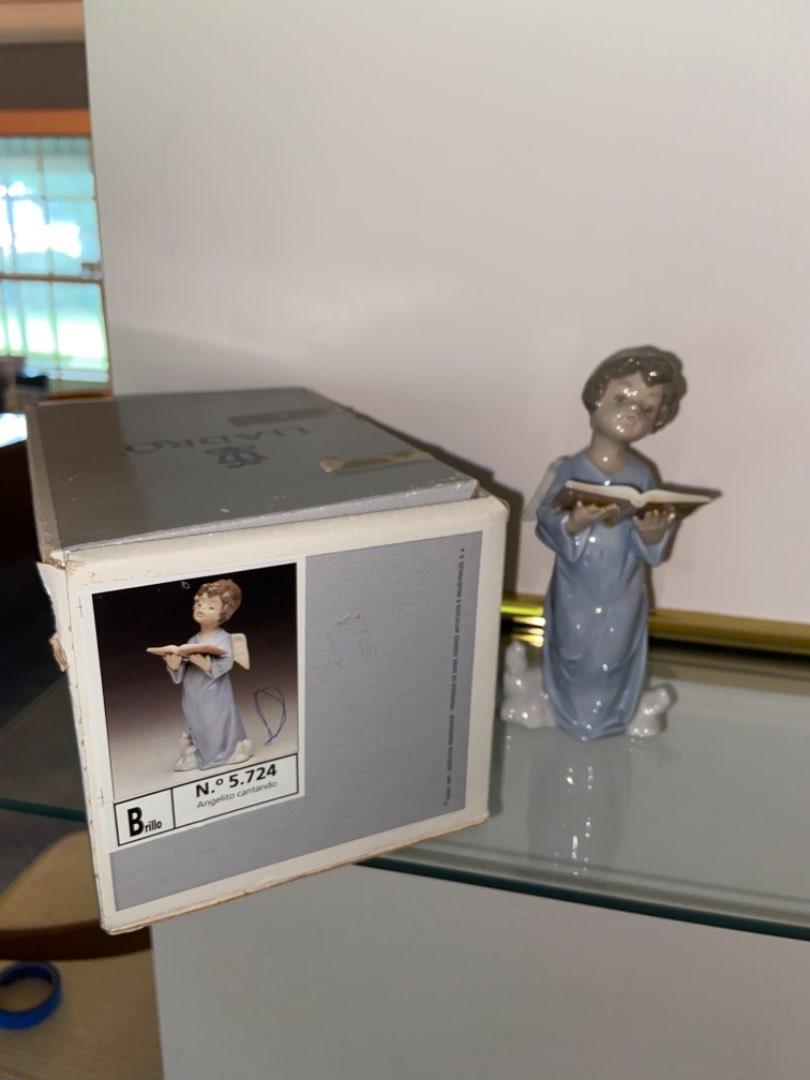 Lot # 130 Retired Lladro Angelic Voice 5724 Porcelain Figurine