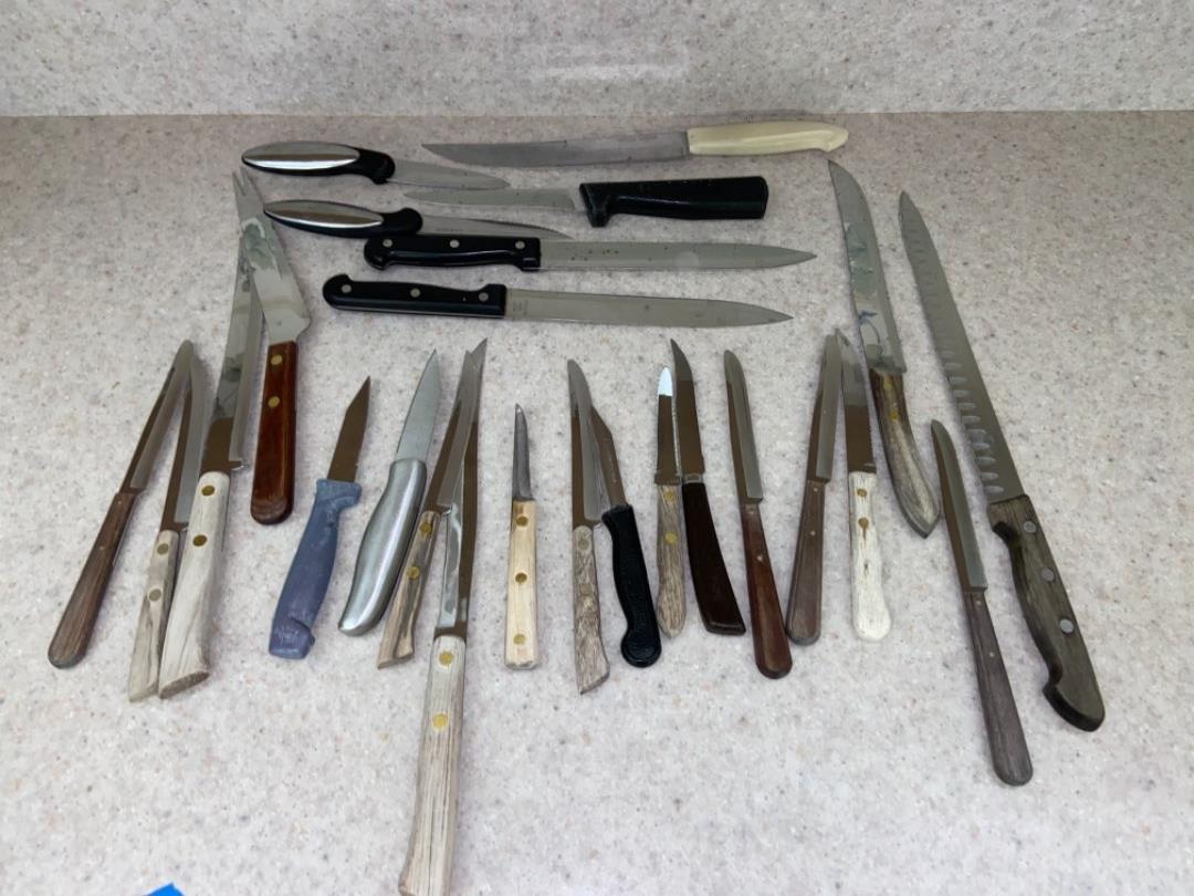 Lot # 156 20+ Knives