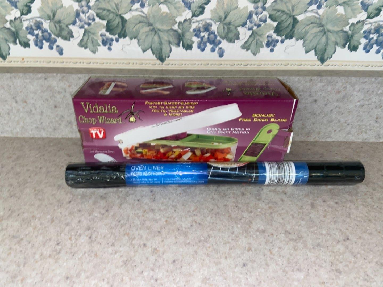 Lot # 182 Vidalia Chop Wizard & Oven Liner