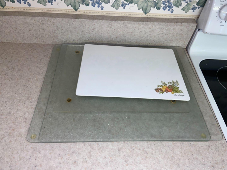 Lot # 197 (4) Food Prep Trays