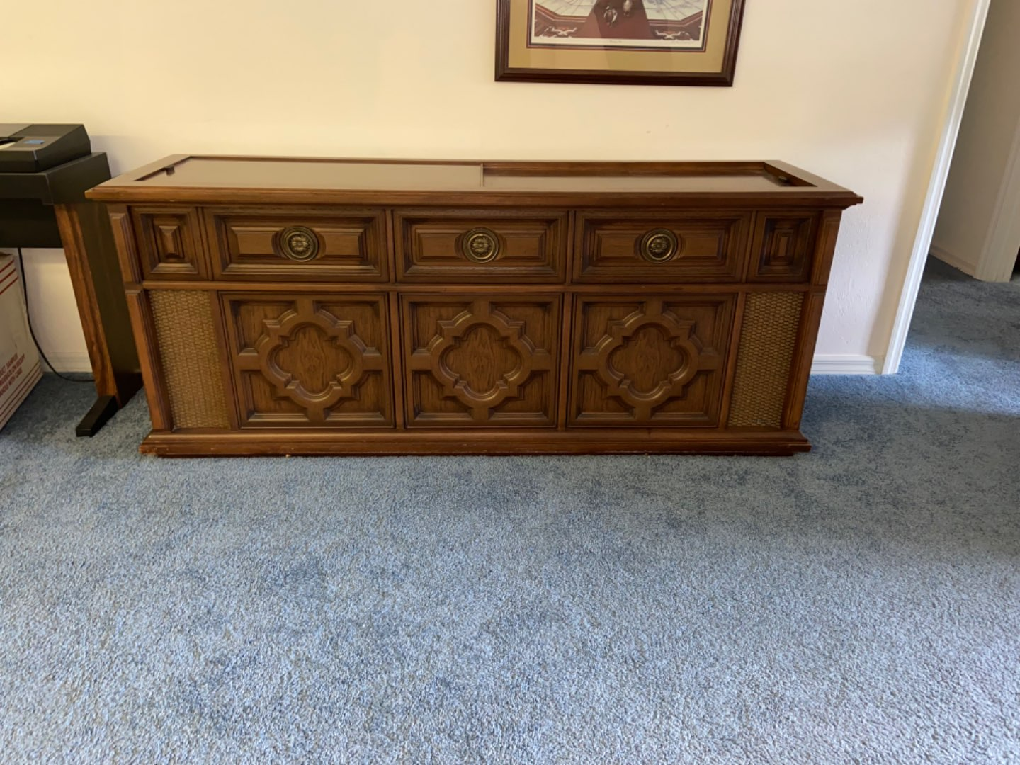 Lot # 249 Vtg Magnavox Record Entertainment Center (works) records not included