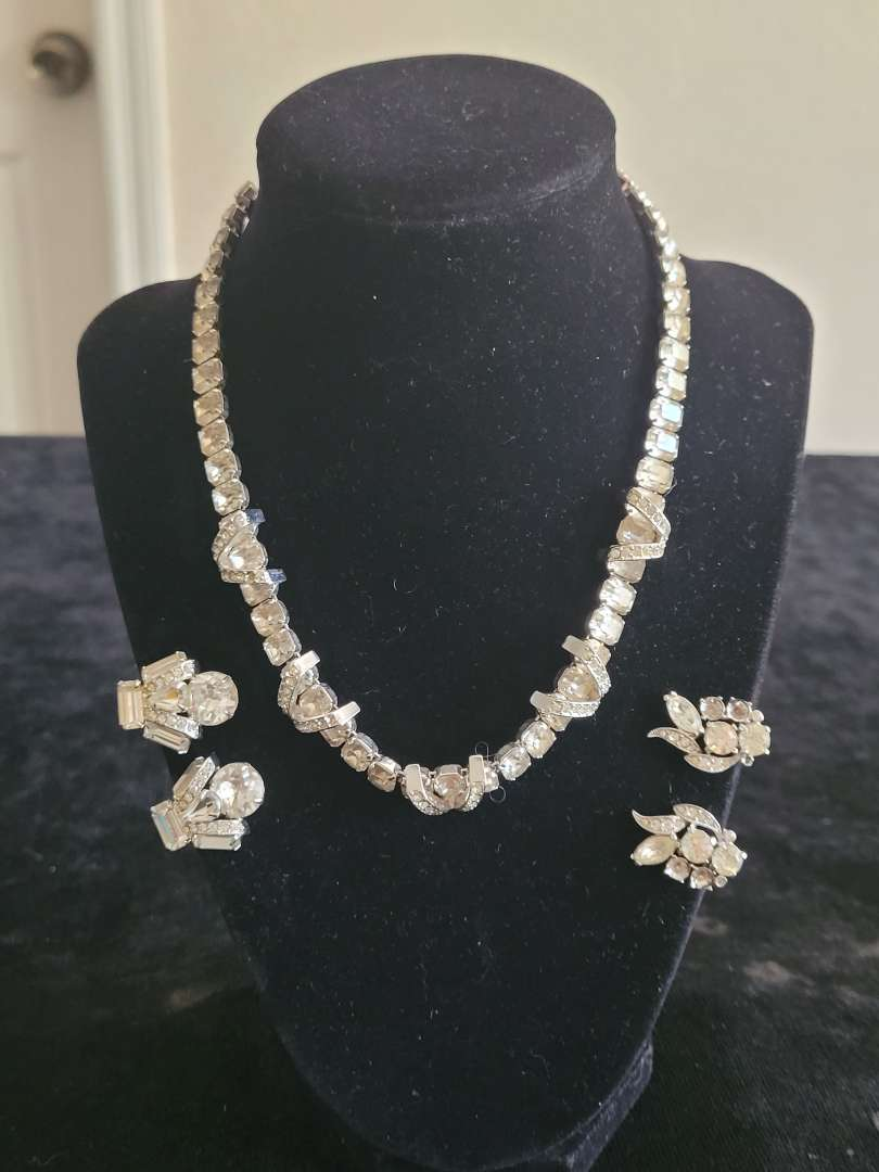 Lot # 257 Vintage Eisenberg Necklace w/ 2 Pairs of Clip on Earrings