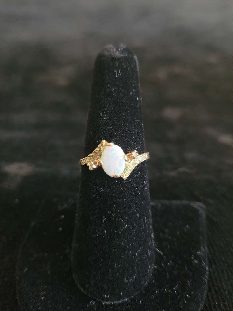 Lot # 262 10k Gold Ring w/ Opal - Size 6 - TW is 2.5g