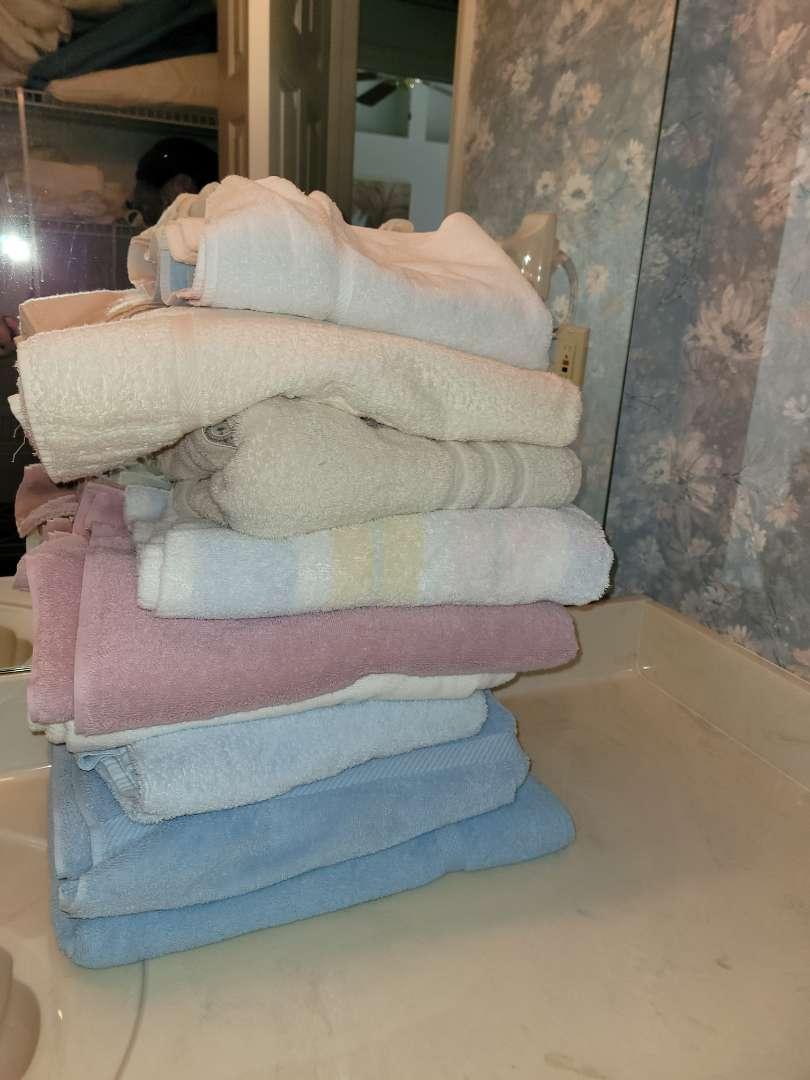 Lot # 285 (8) Towels